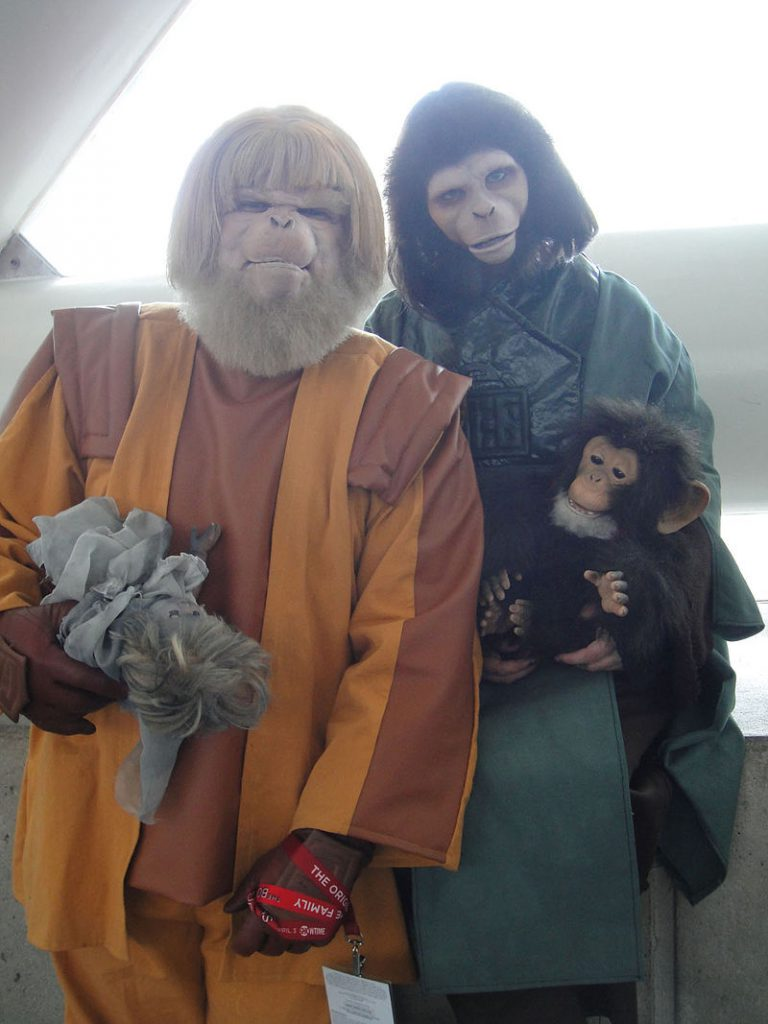 planet_of_the_apes_costumes_dr_zaius_and_dr_zira_5593337505