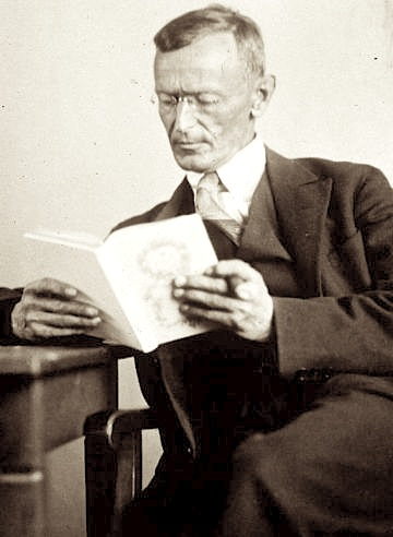 Hermann_Hesse_1927_Photo_Gret_Widmann (1)