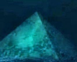Piramida de cristal din Triunghiul Bermudelor