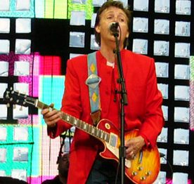 Paul_McCartney_on_stage_in_Prague