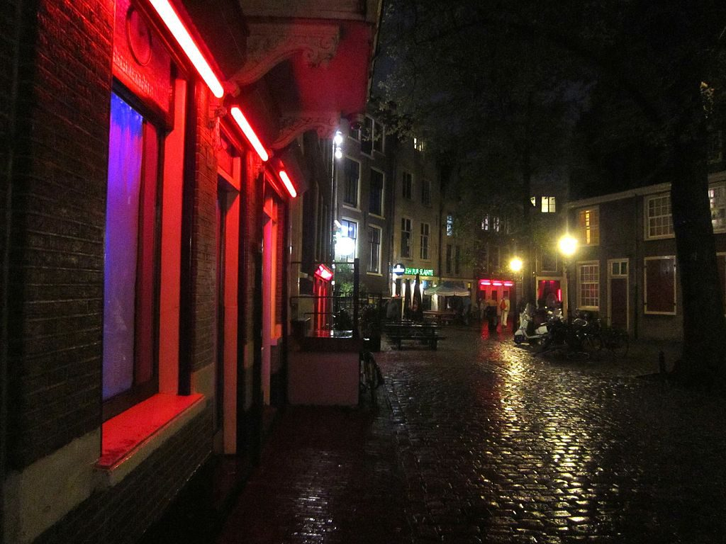 warmo_to_oude_kerk_red_light
